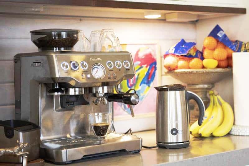 Breville Barista Express Coffee Brewing