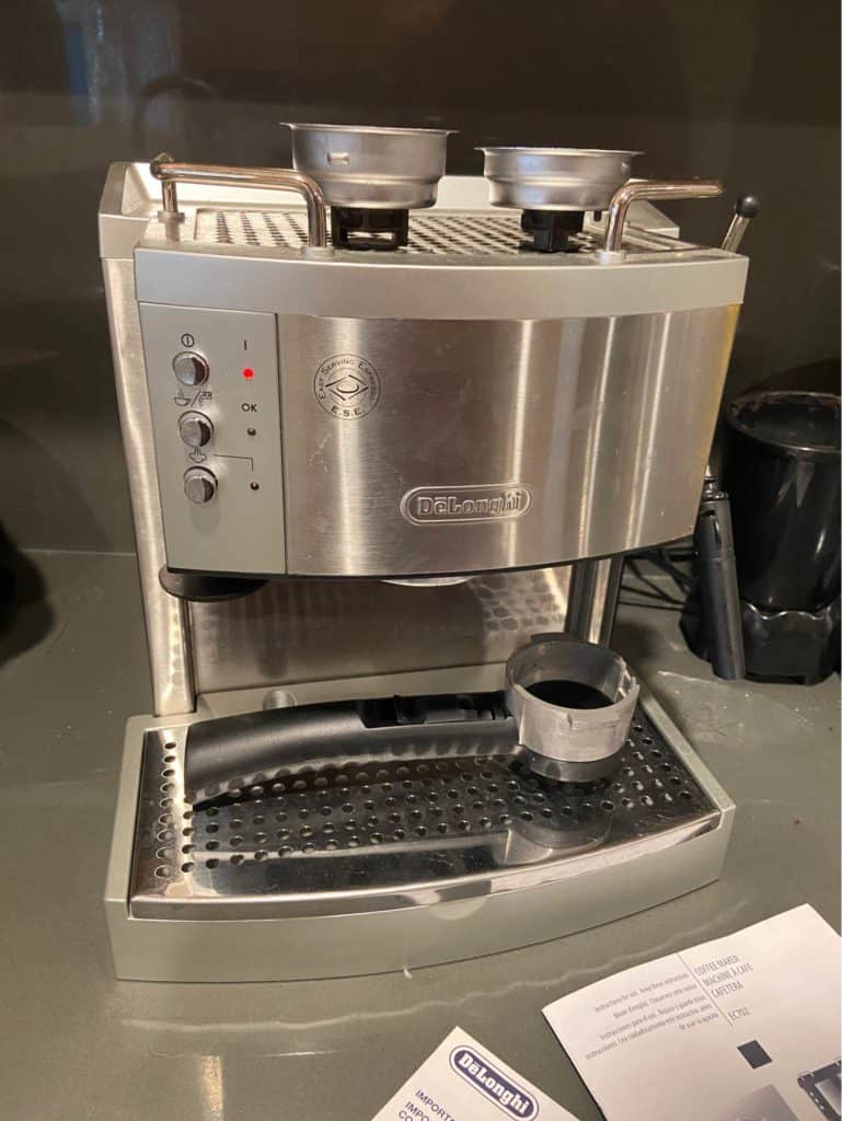 EC702 has a functional cup warming tray