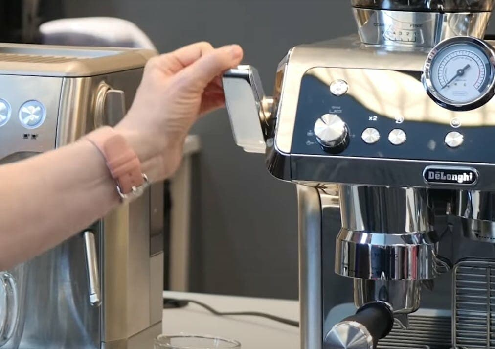 Smart tamping station on the La Specialista